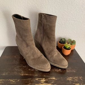 Stuart Weitzman | Taupe suede wedge boots 7.5M